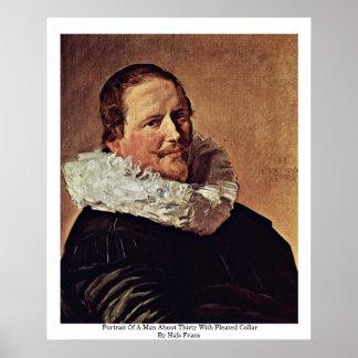 Retrato de un hombre cerca de treinta con el cuell impresiones