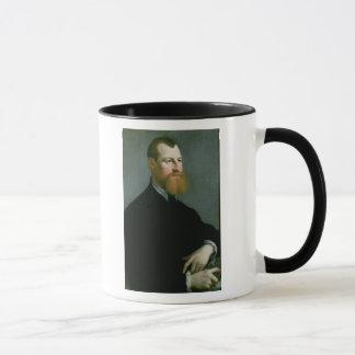Retrato de un hombre con una barba del jengibre taza