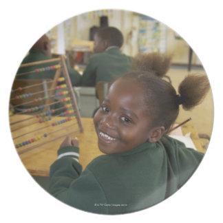 Retrato de una colegiala joven que sonríe, KwaZulu Plato De Cena