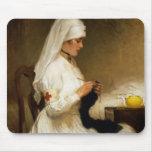 Retrato de una enfermera de la Cruz Roja Alfombrilla De Raton