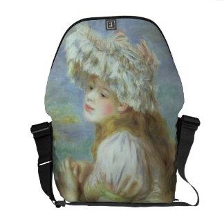 Retrato de una mujer joven en un gorra del cordón, bolsas de mensajería