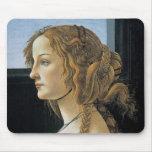 Retrato de una mujer joven por Botticelli Alfombrillas De Ratones