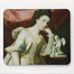 Retrato de una señora con una figurilla del Cupid Mousepads