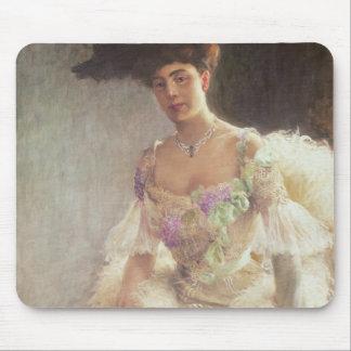 Retrato de una señora en el vestido de noche, 1903 mousepads