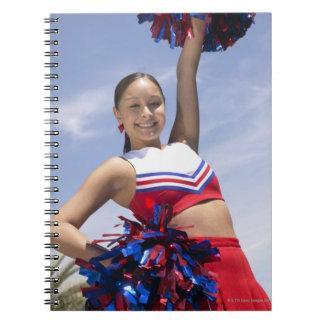 Retrato de una tenencia adolescente de la note book