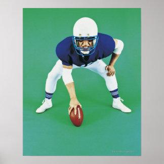 Retrato de una tenencia del jugador de fútbol amer posters