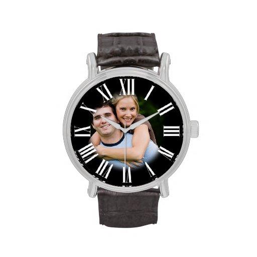 Retrato del compromiso de los pares su foto en el  relojes de mano