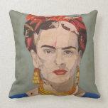 Retrato del en Coyoacán de Frida Kahlo Cojín Decorativo