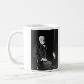 Retrato del filántropo Andrew Carnegie Taza