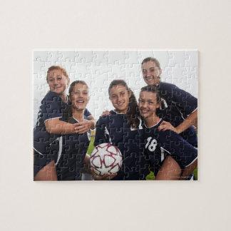 retrato del grupo de los jugadores de fútbol adole puzzles con fotos