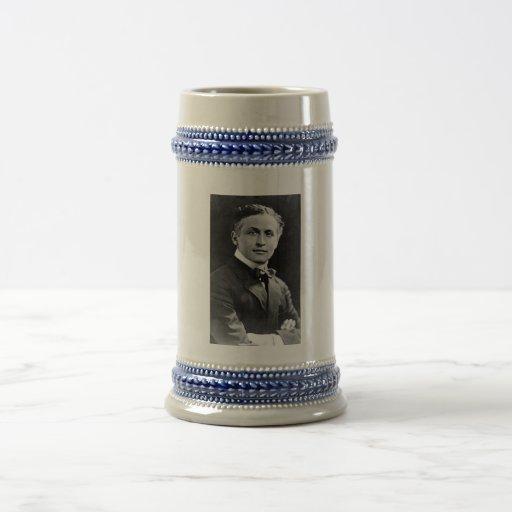 Retrato del mago americano Harry Houdini Jarra De Cerveza