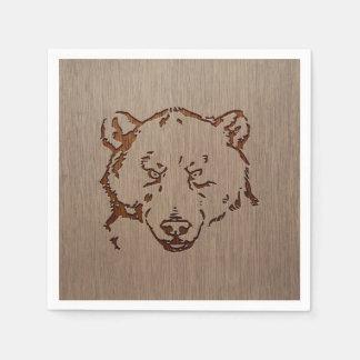Retrato del oso grabado en el diseño de madera servilletas desechables