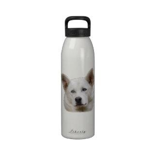 retrato del perro de trabajo botella de beber