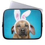 Retrato del perro que lleva los oídos del conejito manga computadora
