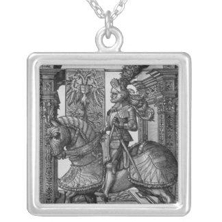 Retrato ecuestre de Maximiliano I c.1508 Colgante Cuadrado