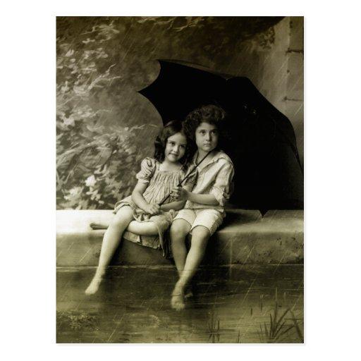 Retrato en la lluvia tarjeta postal