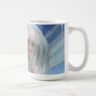 Retrato frío de la hada del invierno tazas de café