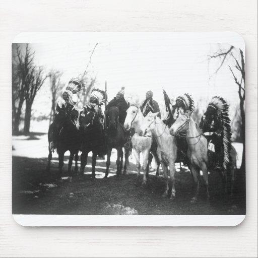 Retrato indio del vintage del nativo americano tapetes de ratones