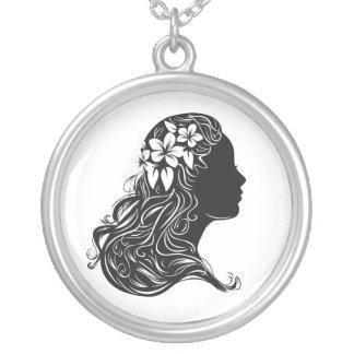 retrato retro blanco y negro de la mujer hermosa colgante redondo