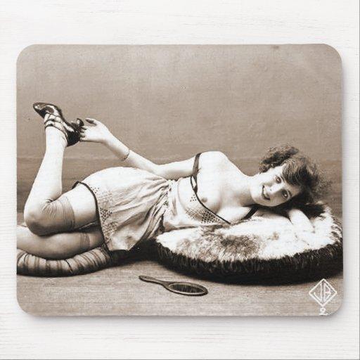 Retratos desnudos subido de tono de la antigüedad  alfombrillas de raton