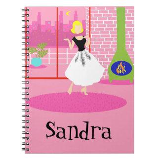 Retro adaptable en el cuaderno espiral rosado