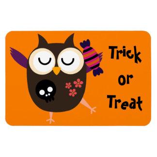 Retro Halloween Owl Magnet