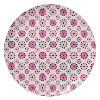 Retro Pink Floral Pattern Party Plates