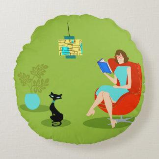 Retro Reading Woman Round Pillow