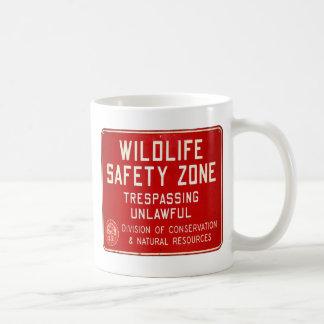 Retro Vintage Kitsch 60s Wildlife Safety Zone Sign Coffee Mug