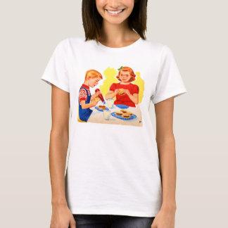 Retro Vintage Kitsch Kids Eating Hamburgers Burger T-Shirt