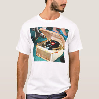 Retro Vintage Kitsch Rock & Roll Record Turntable T-Shirt