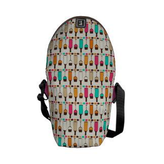 Retro wine bottles and glasses messenger bag