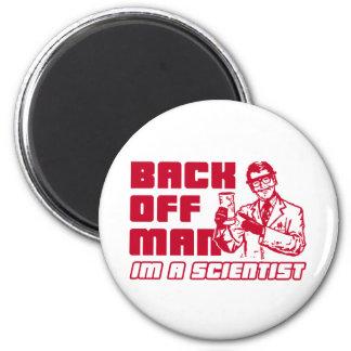 Retroceda al hombre yo son un científico imanes