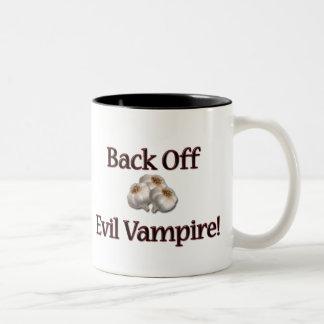 Retroceda al vampiro malvado taza de dos tonos