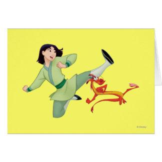 Retroceso con el pie de Mulan y de Mushu Tarjeta De Felicitación