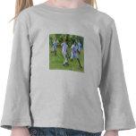 Retroceso del balón de fútbol con el pie camisetas
