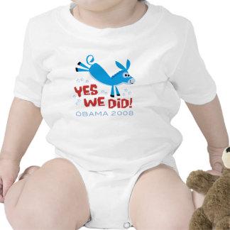Retroceso del burro con el pie traje de bebé