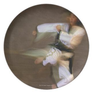 Retroceso del salto del Taekwondo Platos Para Fiestas