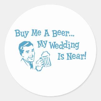 Retros azules me compran una cerveza que mi boda pegatina redonda