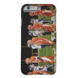 Reunión de equipos de fútbol americano en campo, funda de iPhone 6 barely there