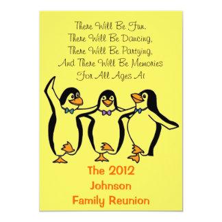 """Reunión de familia festiva de los pingüinos invitación 5"""" x 7"""""""