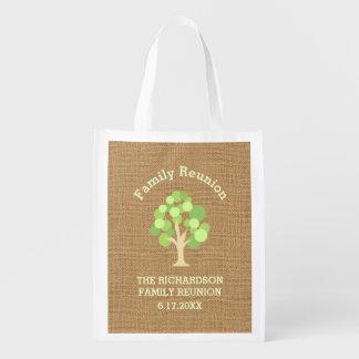 Reunión de familia verde rústica linda del árbol y bolsas reutilizables