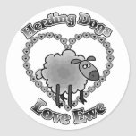reunión de la oveja del amor de los perros pegatina redonda