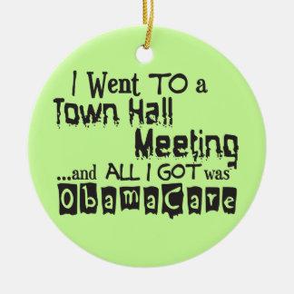 Reunión en el ayuntamiento ObamaCare Adorno Redondo De Cerámica