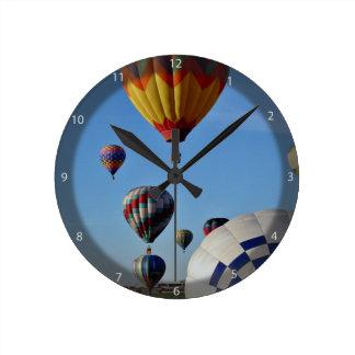 Reunión local del globo de los héroes relojes