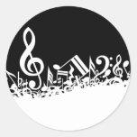 Revoltijo de símbolos musicales etiquetas redondas