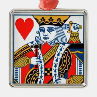 Rey de corazones con el martillo y la espada adorno navideño cuadrado de metal