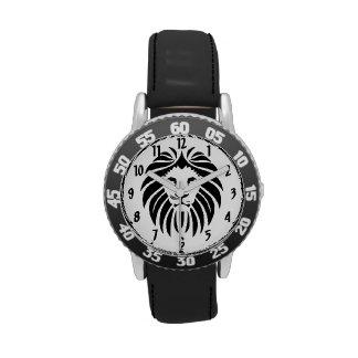 Rey de la cara del león de la selva en negro reloj