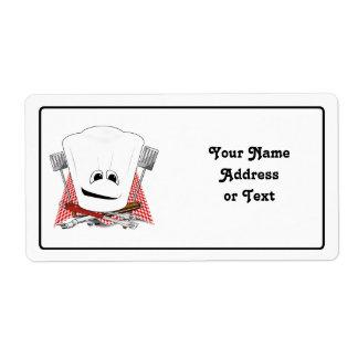 Rey de la parrilla con el gorra del cocinero y las etiqueta de envío