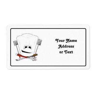 Rey de la parrilla con el gorra del cocinero y las etiquetas de envío